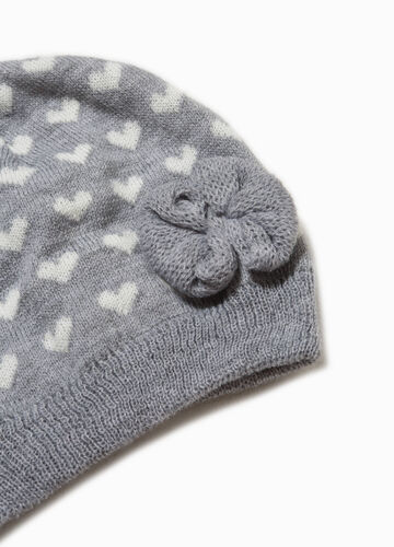 Beanie cap with flower and pattern