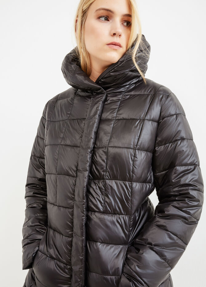 Curvy down jacket with solid colour high neck