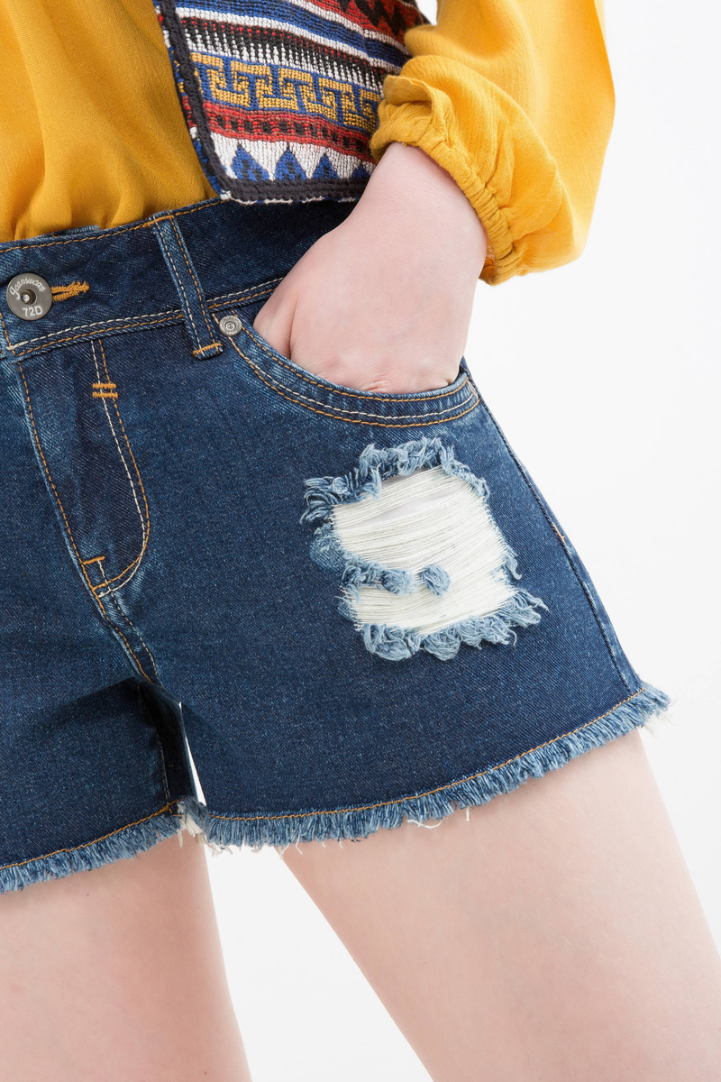 Shorts di jeans con strappi image number null