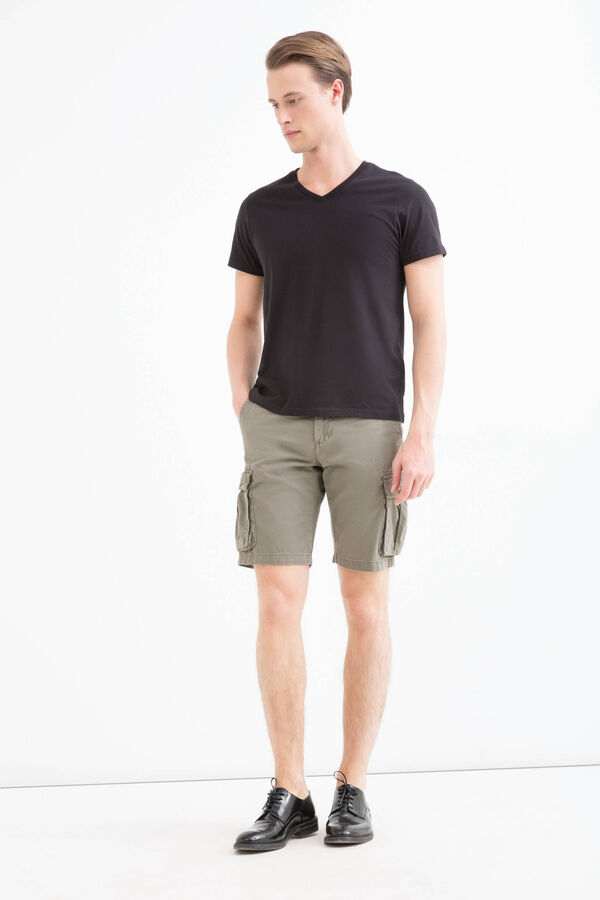 100% cotton cargo-style shorts. | OVS