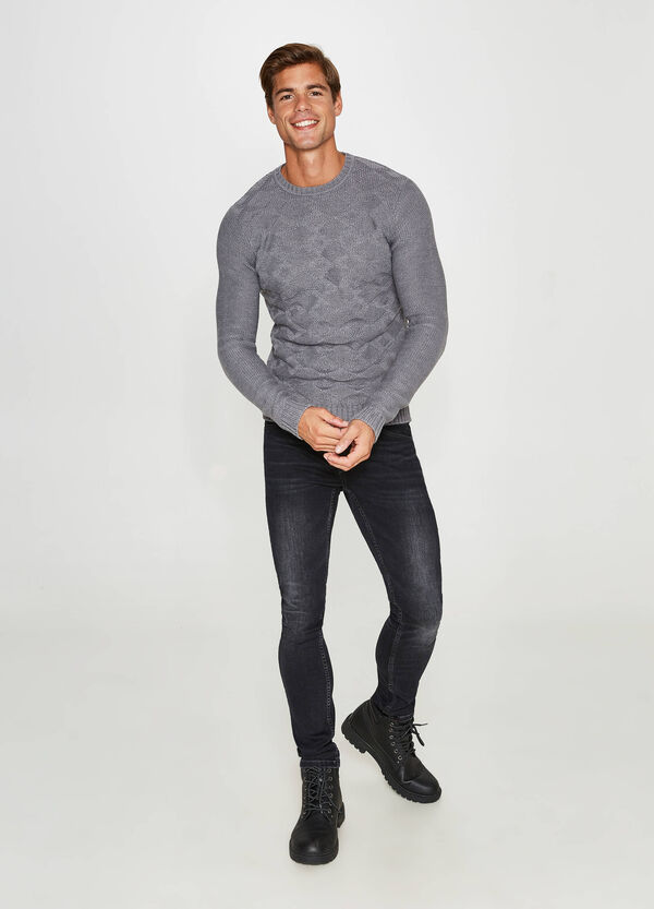 Crew-neck knitted pullover