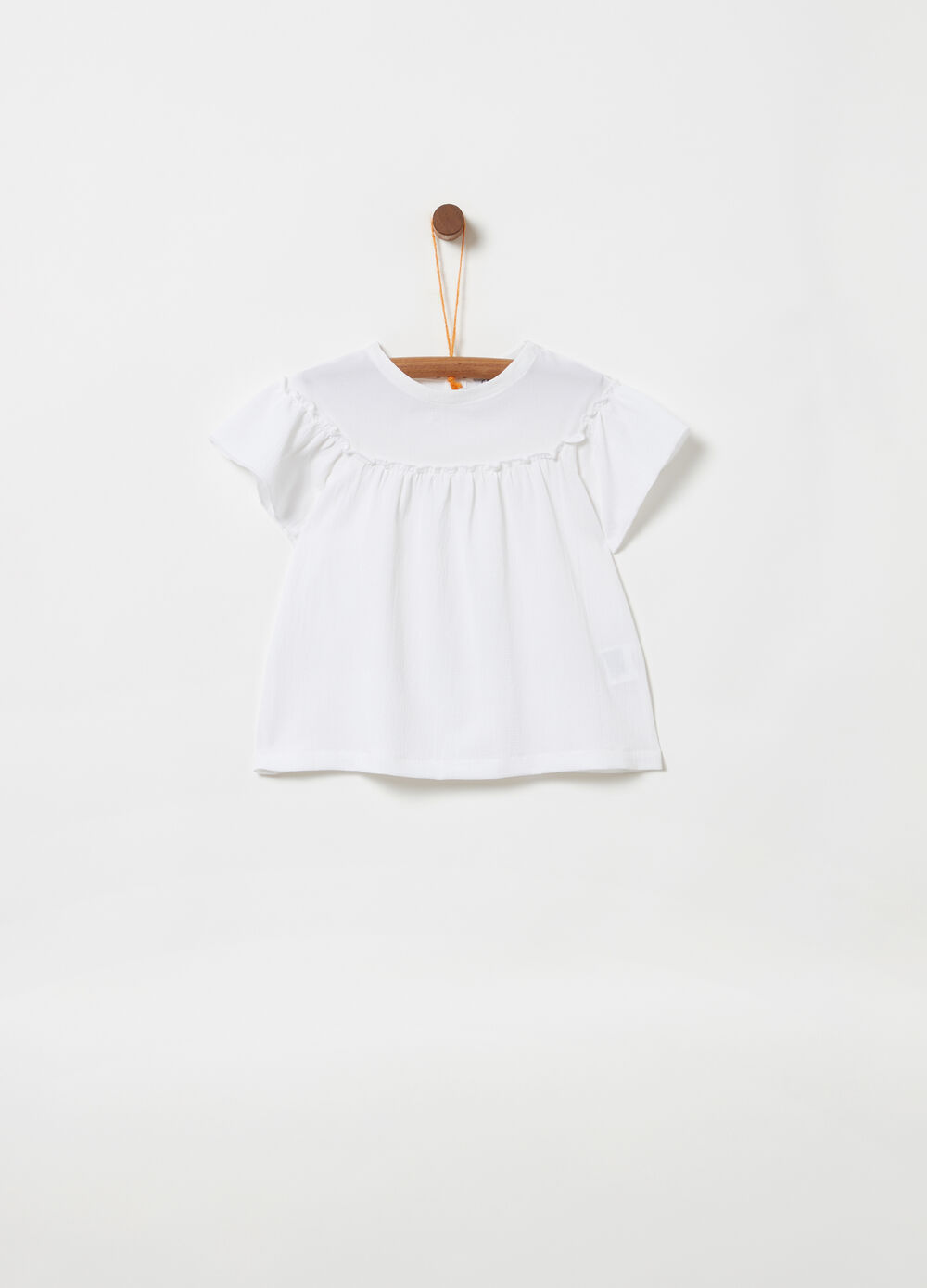 Short-sleeved shirt with pleated insert