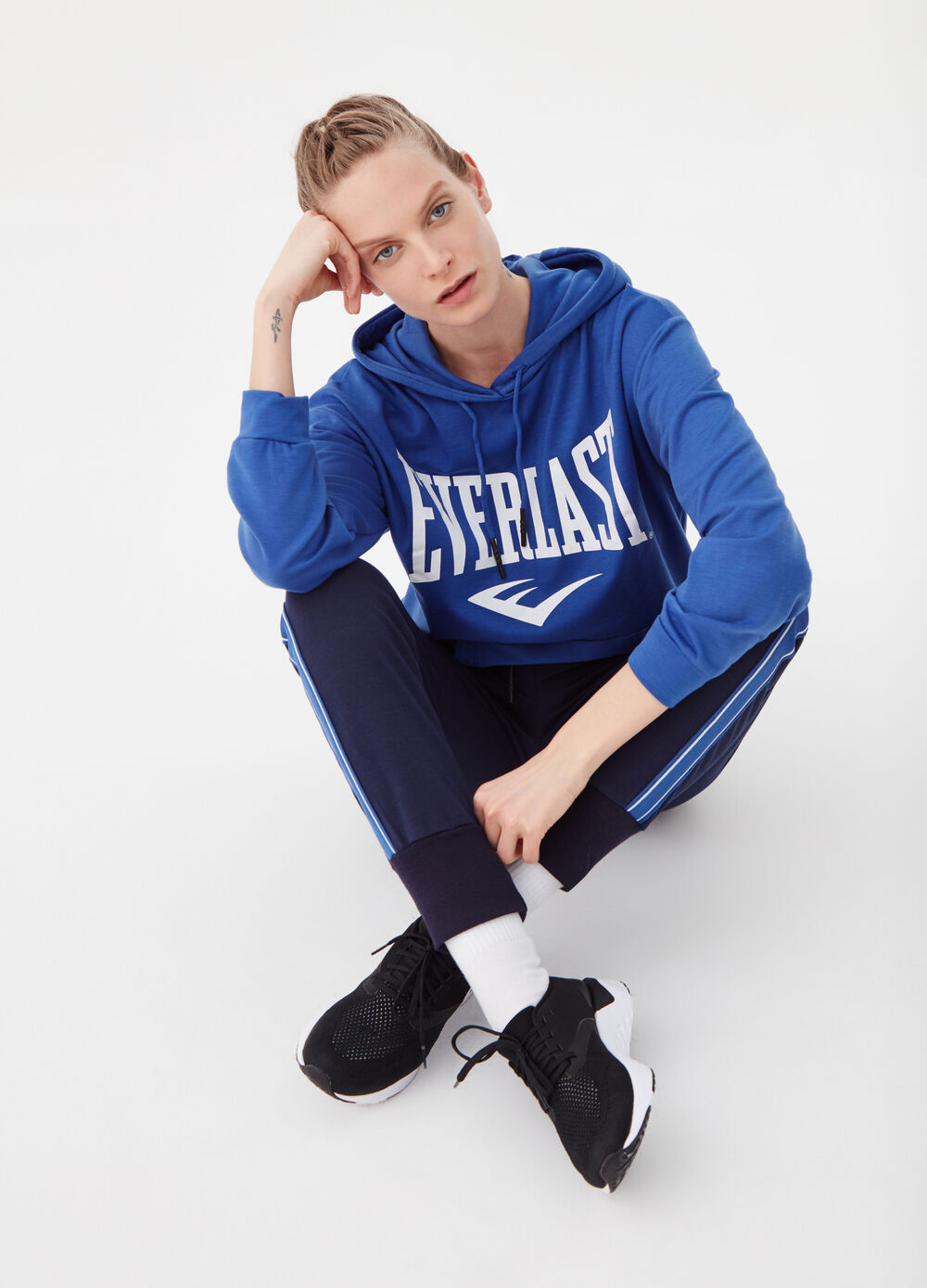 Everlast sweatshirt with pouch pocket