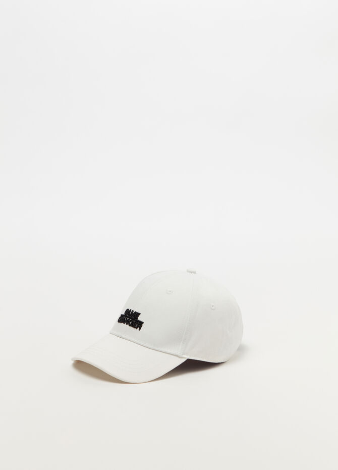 Solid colour baseball cap with embroidery