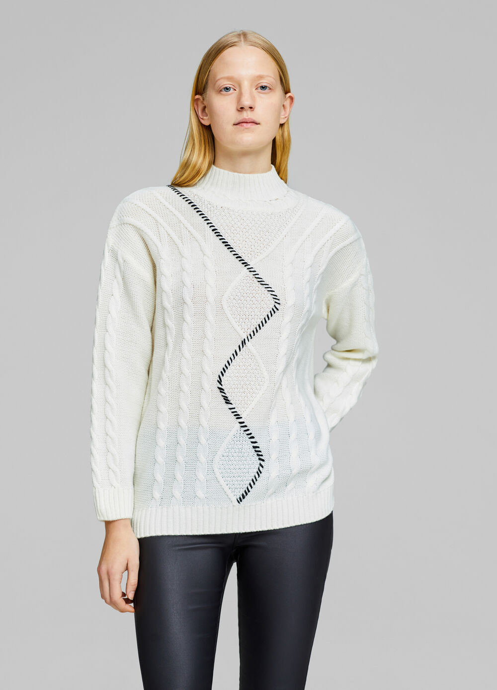 Pullover with high neck and braids