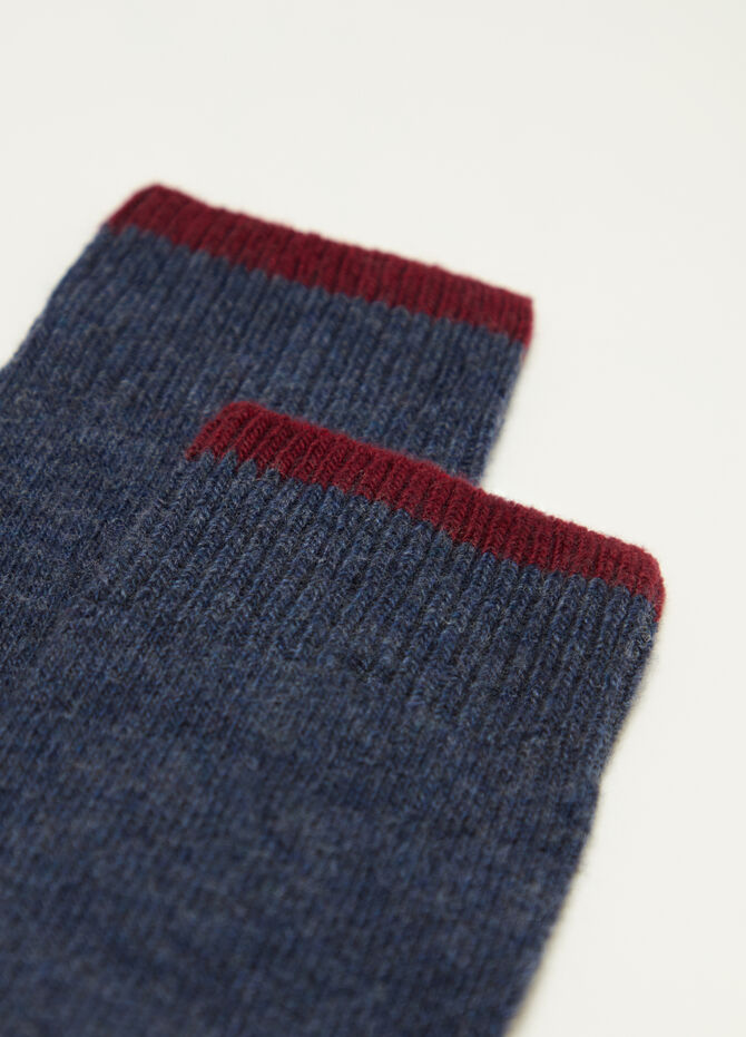 Long socks with contrasting edge and heel