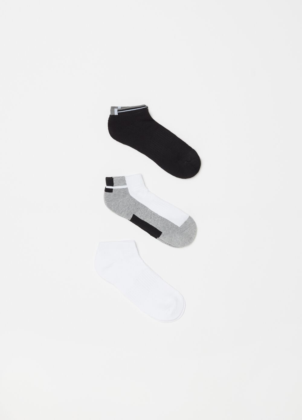 Three-pair pack sports ankle socks in terry blend