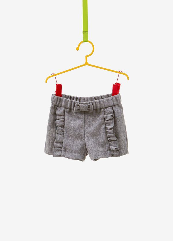 Shorts with bow and flounce