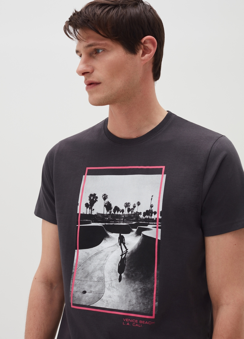 T-shirt in cotone con stampa skater image number null