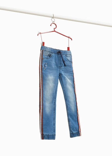 Jogger-fit jeans with patch