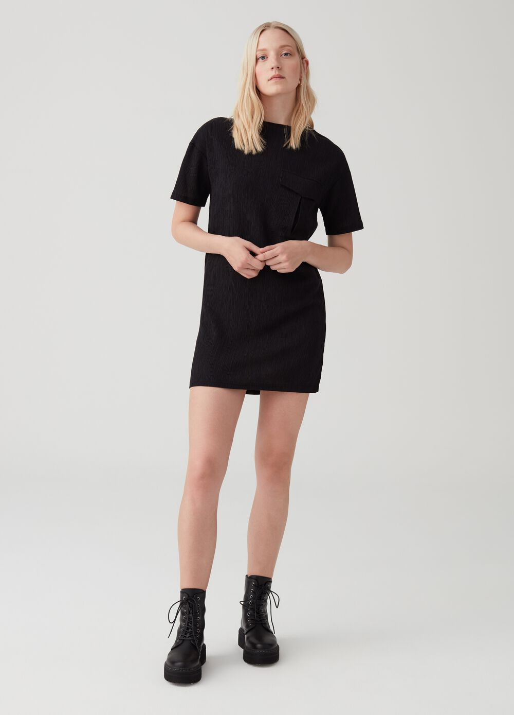 Solid colour dress with utility-style cargo pocket