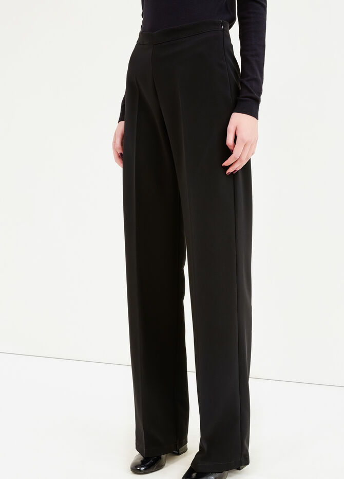 Solid colour trousers with crease