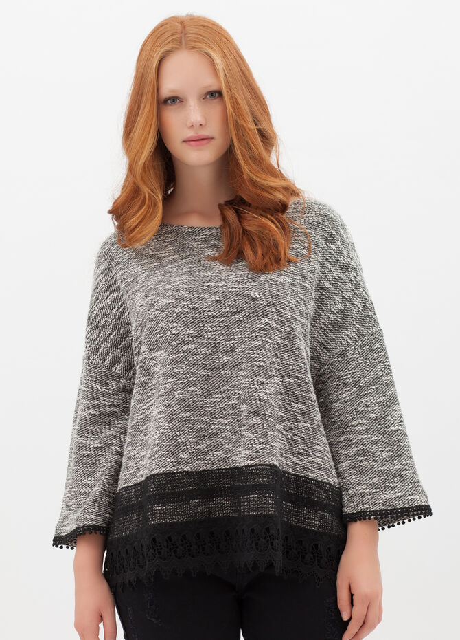 Curvyglam pullover with lace