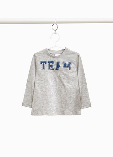 T-shirt with printed lettering and pocket