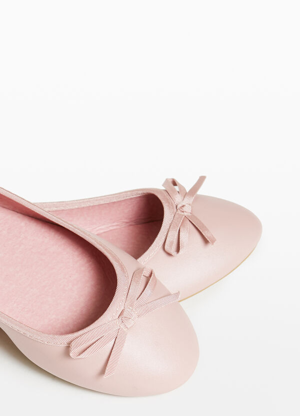 Textured ballerina flats with bow