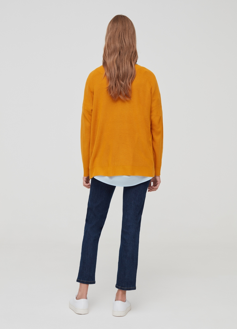 Solid colour top with drop shoulder image number null