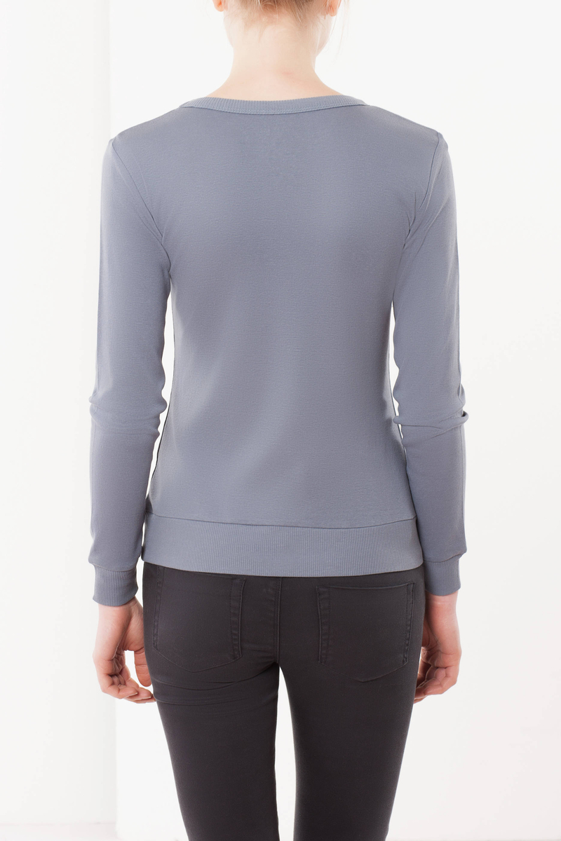 T-shirt with a V neck image number null