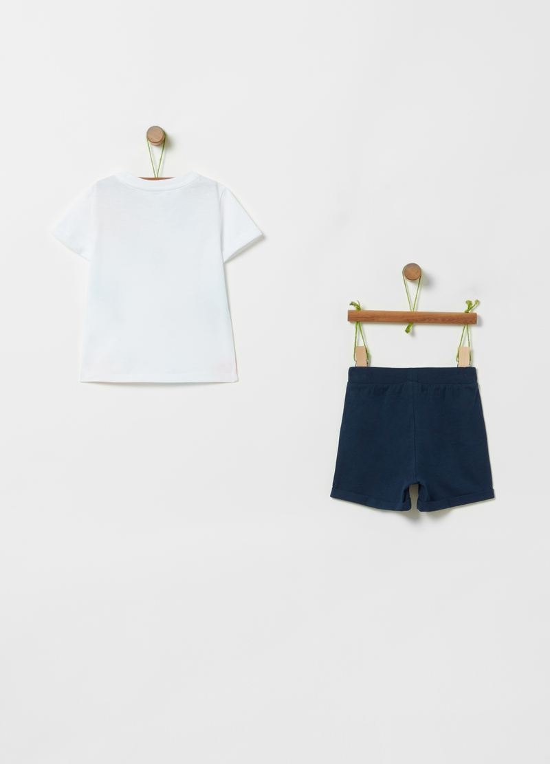 Patterned T-shirt and shorts set image number null
