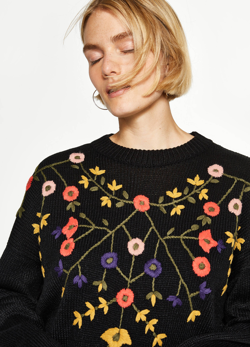 Knit pullover with floral embroidery image number null