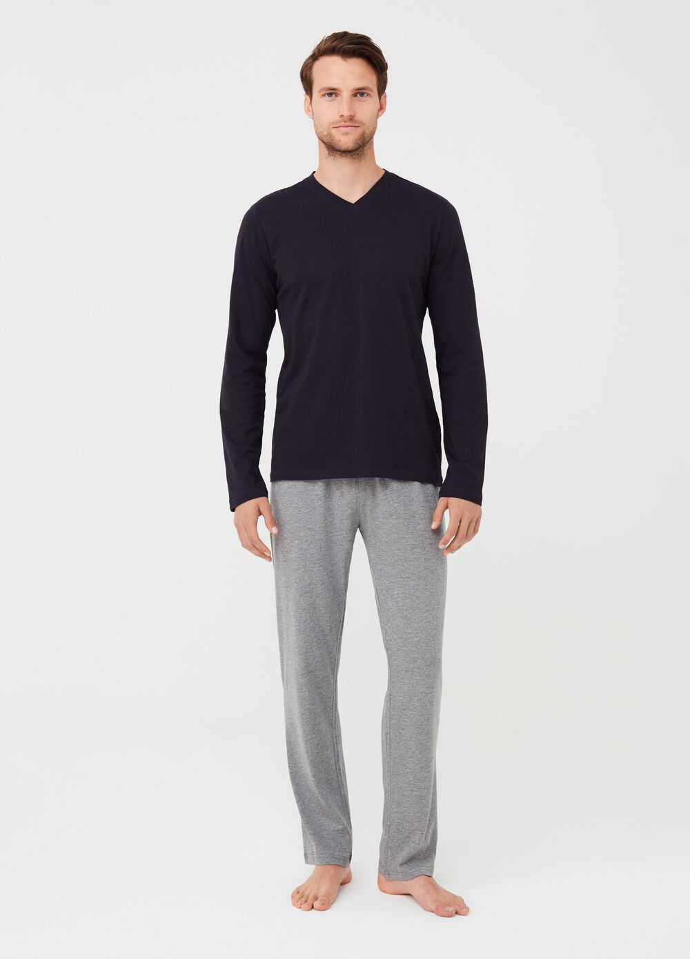 V-neck pyjamas with trousers and top