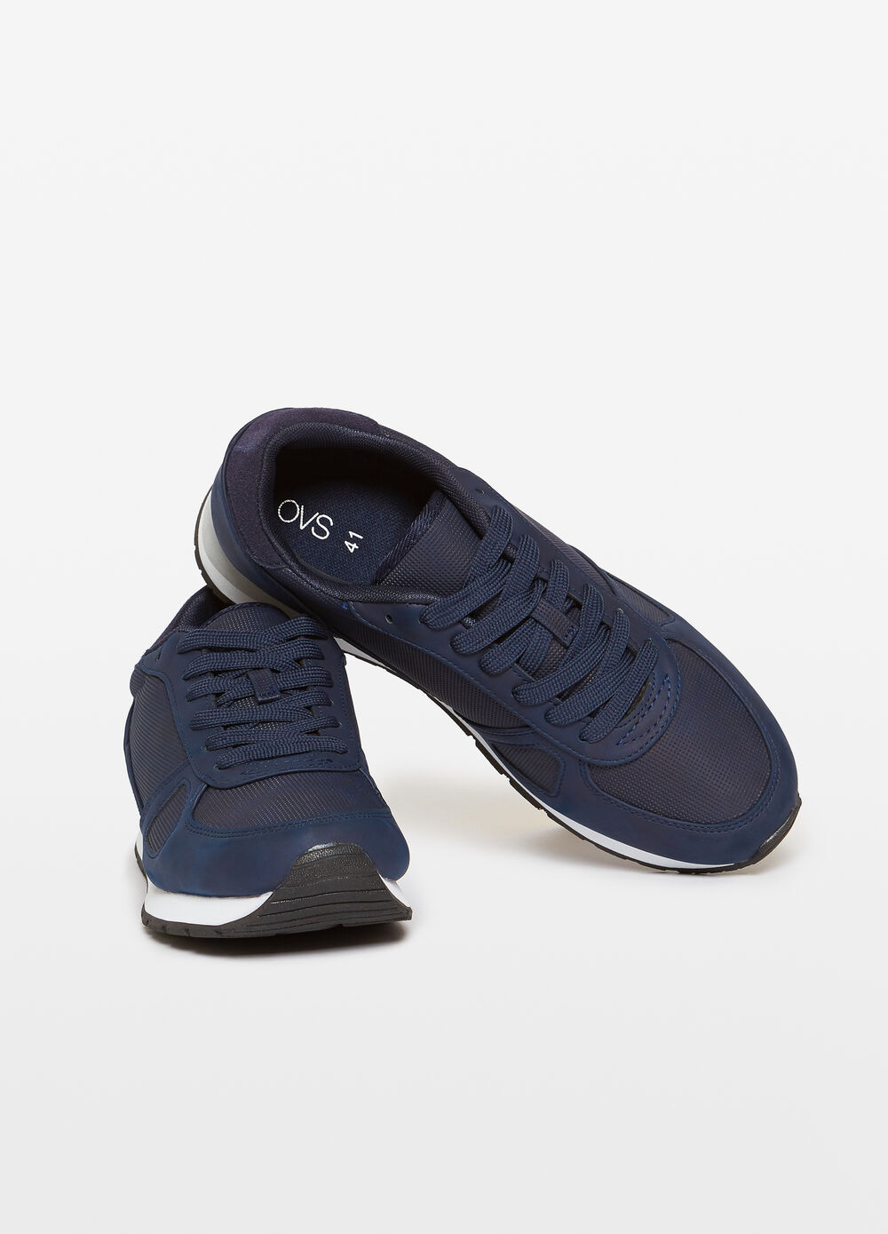 Solid colour lace-up sneakers