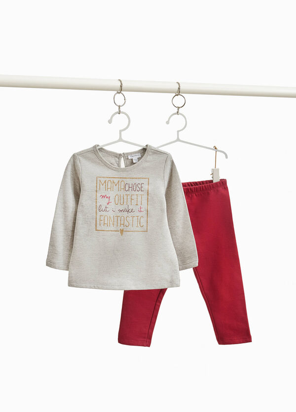Outfit with glitter lettering print