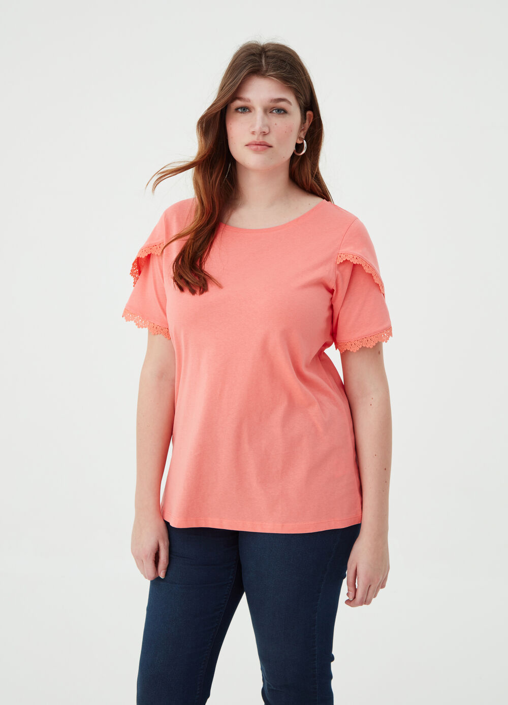 Curvy solid colour T-shirt with round neck