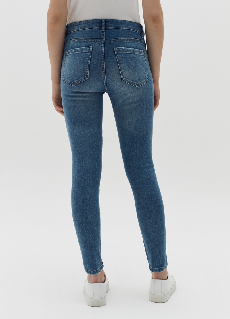 Skinny-fit jeans with five pockets and abrasions image number null