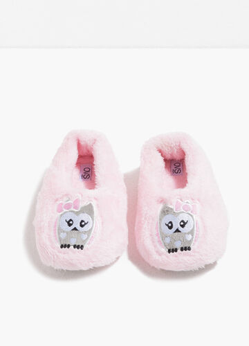 Fur slippers with patch