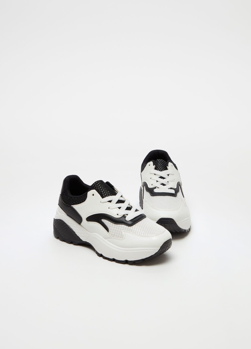 Sneakers with openwork upper and insert