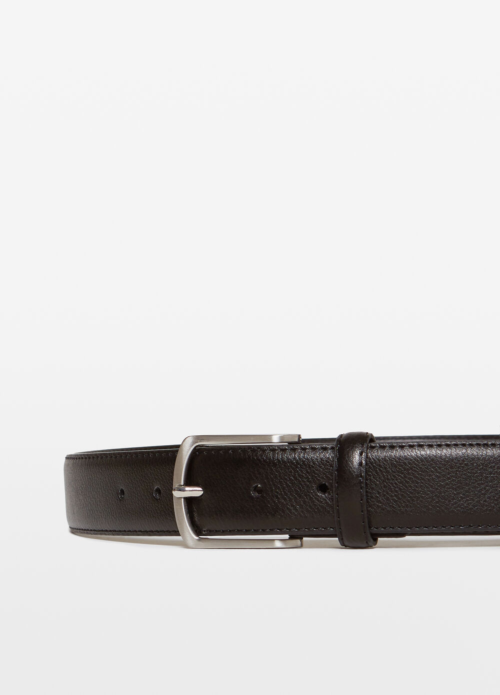 Solid colour belt with textured effect.