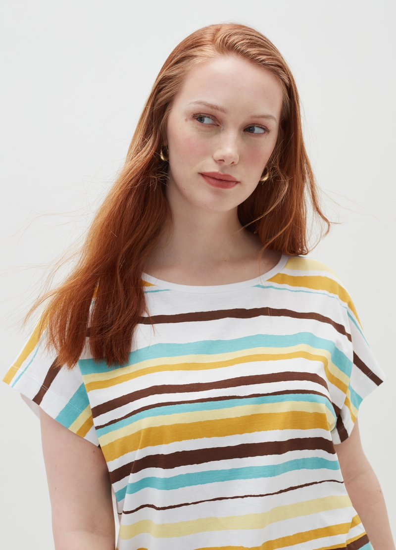 Curvy T-shirt with striped print on the front image number null