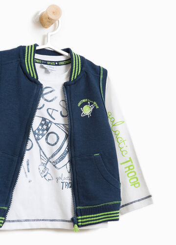 100% cotton T-shirt and gilet outfit