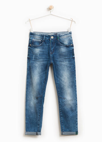 Jeans slim fit effetto used con baffature