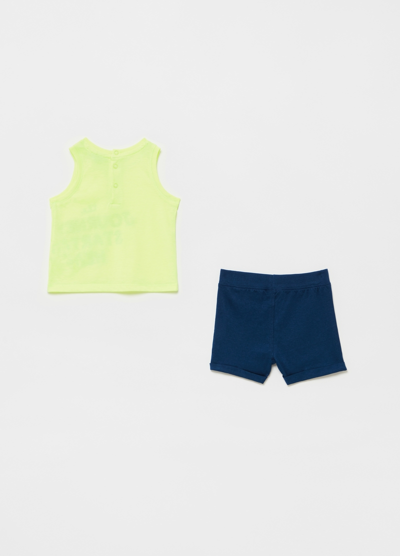 Solid colour jogging set with tank top and shorts image number null