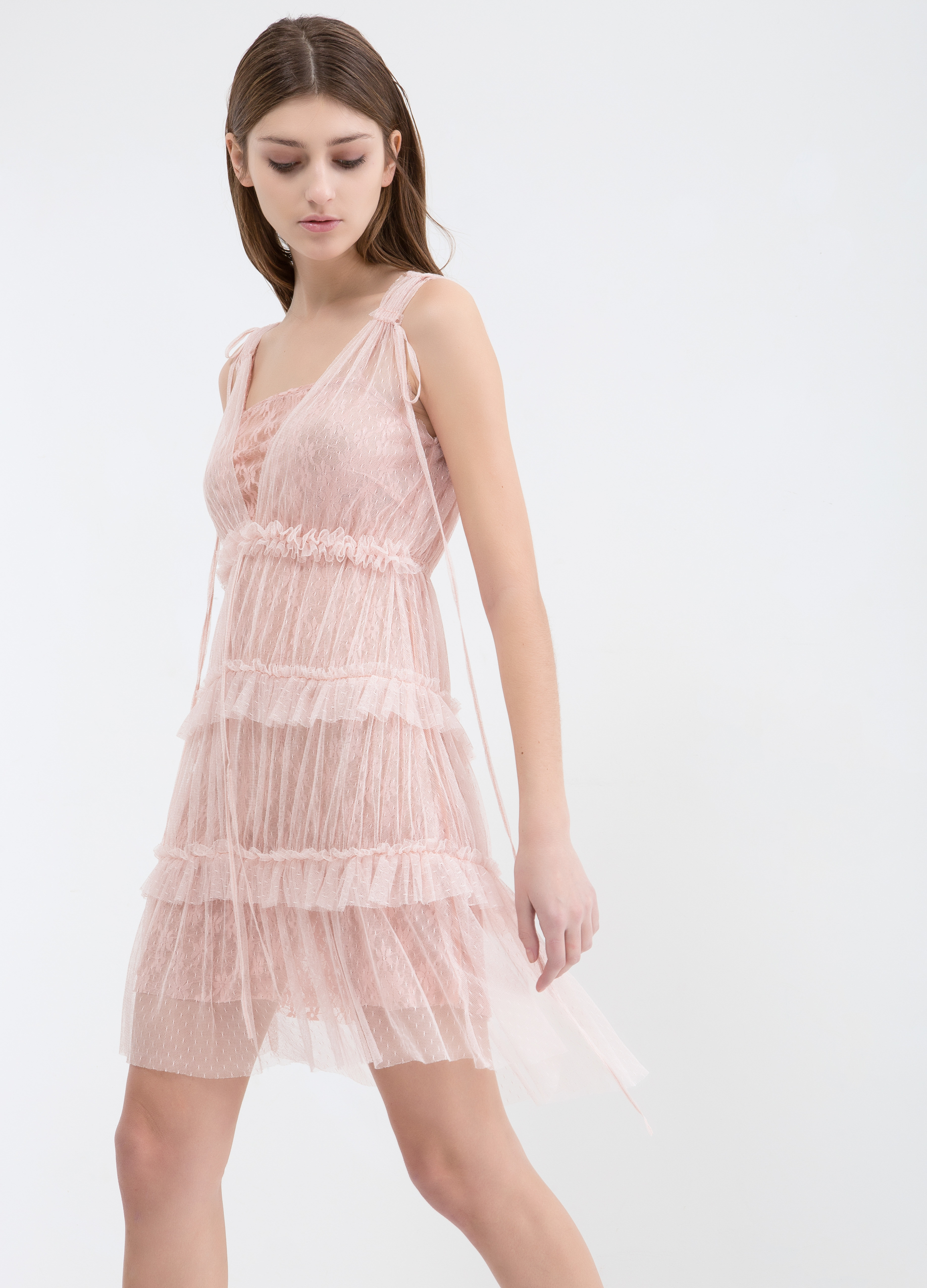 Short lace dress with flounce