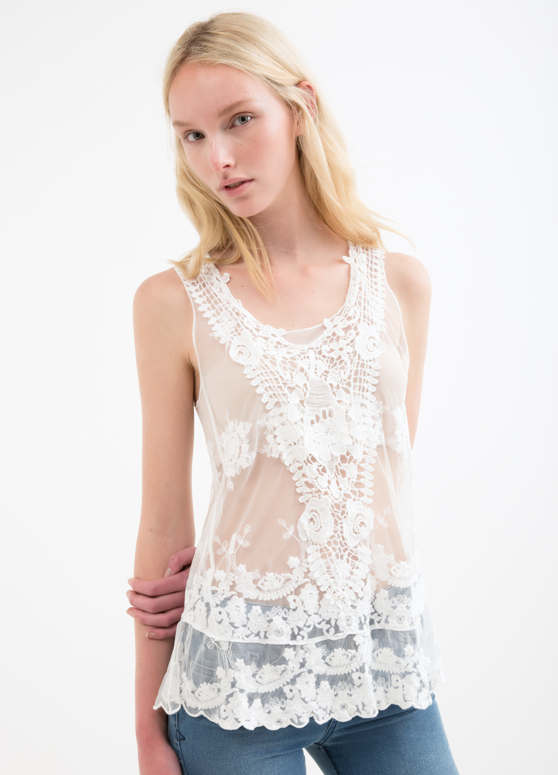4ef0885b34c35 Top in 100% cotton lace